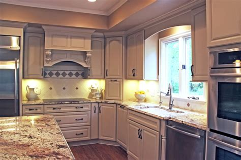 Kitchen Remodel With White Kraftmaid Cabinets