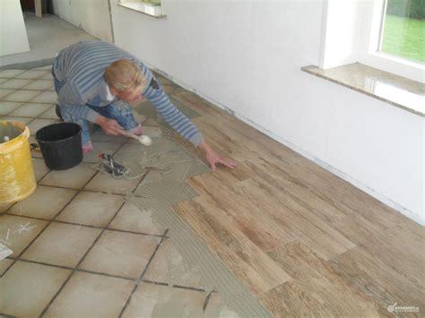 badkamer tegels eruit halen huiskamer en keuken vloertegels en plinten zetten werkspot
