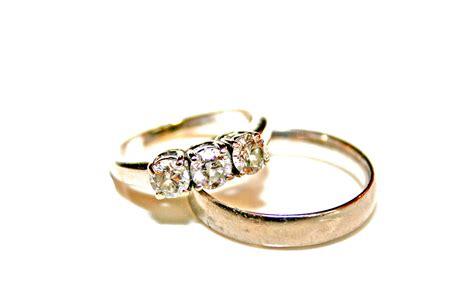 file wedding rings photo by litho printers jpg wikipedia