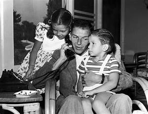 Frank Sinatra Jr. dies of cardiac arrest while on tour ...