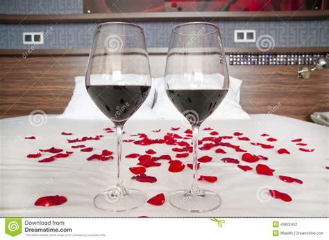chambrer un vin chambre à coucher romantique verres de vin et de