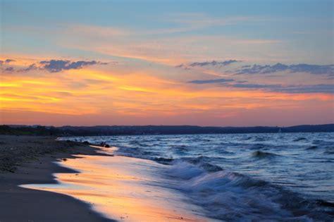 spiaggia al tramonto  le nuvole scaricare foto gratis