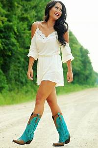 Traveling Posh: Country Concert Outfit Ideas