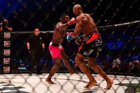 Phil Davis def. Linton Vassell at Bellator 200: Best ...