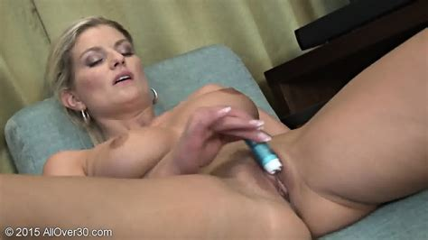 Sexy Young Mom Plays With Toy Samantha Snow Eporner