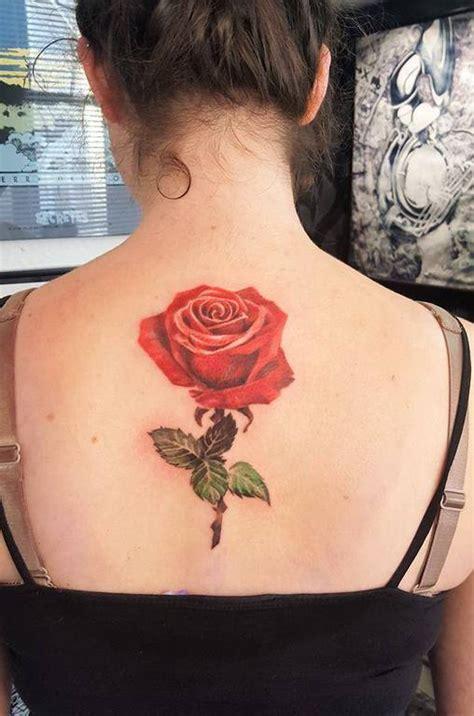 quelle couleur pour votre tatouage de rose crockink