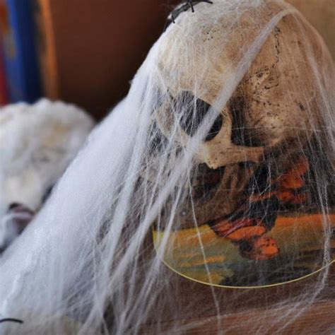 diy holiday decorations creative spider webs