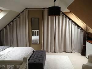 Dressing sous pente avec rideaux et autres deco dressing for Décoration chambre adulte avec comment fixer une tringle a rideau sur fenetre pvc