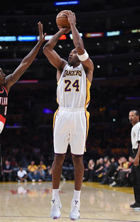 lakers star kobe bryant leads nba  star voting  large
