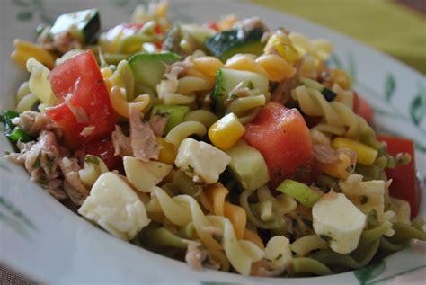 salade de pates froide au thon salade de p 226 tes au thon au ma 239 s et aux tomates cerises recette