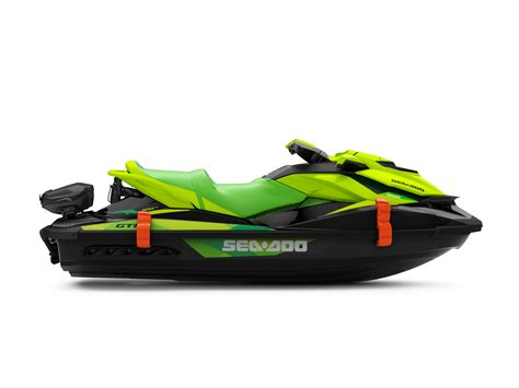 Boat Review @ Top Speed