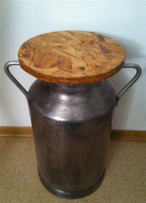 milk  stool recyclart