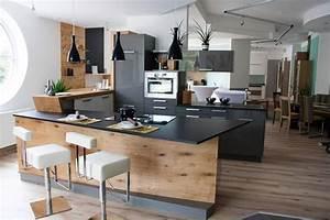 Moderne Küche Hochglanz Schwarz : k che in u form mit bar sch ne ideen und bilder f r theken in kleinen und gro en k chen ~ Indierocktalk.com Haus und Dekorationen