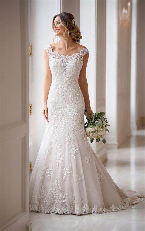 princess wedding dress with off the shoulder sleeves