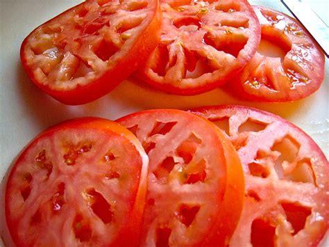 sliced tomato delectalicious how to slice a tomato