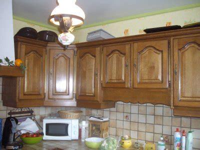 cuisine mur vert cuisine gris perle mur vert la rénovation de meubles sans décapage refaire
