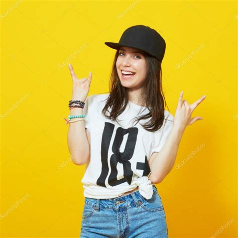 Cool Teenage Girl In Hip Hop Outfit — Stock Photo