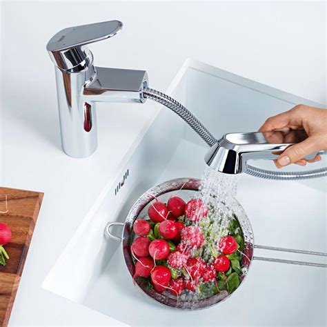 grohe eurodisc kitchen faucet grohe 33330002 eurodisc cosmopolitan pull out spray