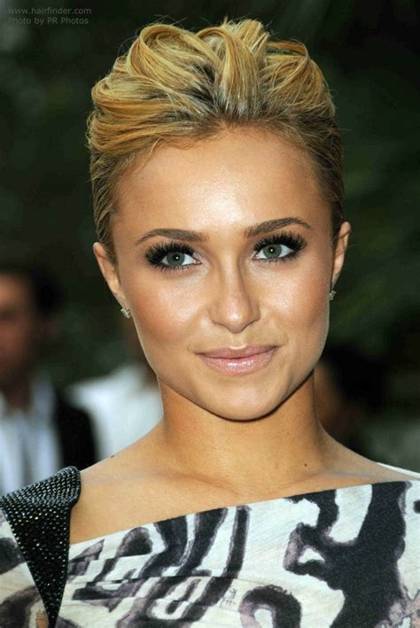hayden panettiere s new short haircut for an oval heart