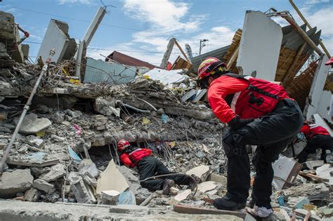ecuador earthquake eyewitnesses report devastation plan