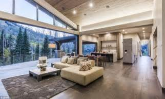 breaking bads aaron pauls stunning boise home    airbnb daily mail