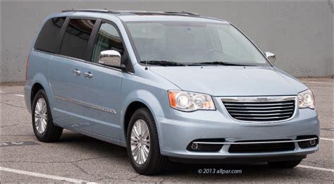 2013 Chrysler Town & Country Minivan Car Review