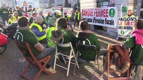 siege de la bnp bizi fait le siège de la bnp faucheurs de chaises