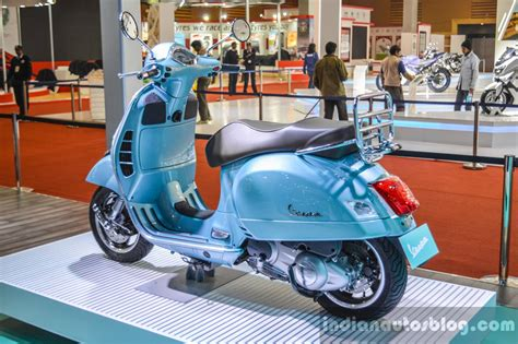 Vespa Gts Wallpapers by Vespa Gts 300 Hd Wallpaper Images Free