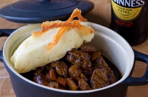 cuisine irlandaise traditionnelle stew ou ragoût de boeuf irlandais à la guinness