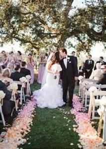 69 outdoor wedding aisle decor ideas happywedd - Outdoor Wedding Aisle