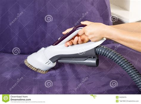recouvrir canapé cuir cleaning leather sofa with vacuum brush royalty free stock