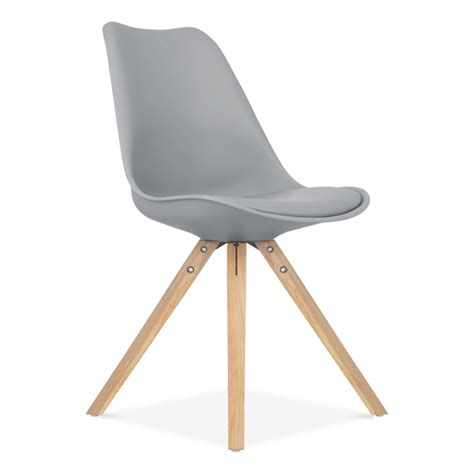 chaise en bois chaise eames inspired grise avec pieds pyramide en bois