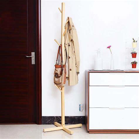 le porte manteau design arbre un classique dans l ameublement maison design feria