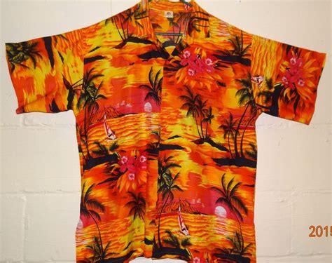 Men's Hawaiian Shirt Size Large 25 1/2