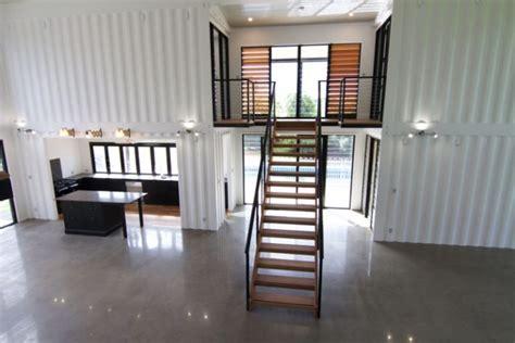 shipping container homes interior une maison container de luxe avec des finitions