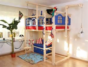 hochbett kinderzimmer piratenbilder kinderzimmer quartru