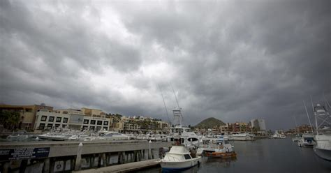 hurricane newton pounds los cabos resorts  mexico cbs news