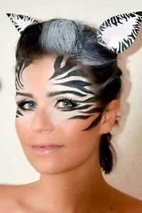 Karneval Schminken Tiere : hier wird das skelett nur auf die h lfe des gesichts geschminkt zebra pinterest halloween ~ Frokenaadalensverden.com Haus und Dekorationen