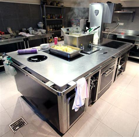 piano cuisine induction piano de marque charvet avec wok 6 feux a induction une