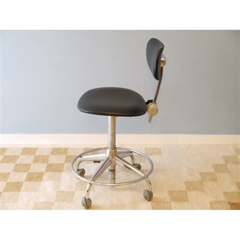 chaise bureau roulettes chaise de bureau vintage vintage swivel chair from