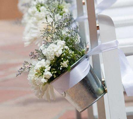 Spring Wedding Themes LoveToKnow Outdoor wedding