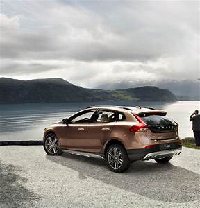 V40 Cross Country : looking for a place to land the new volvo v40 cross country looking good ~ Medecine-chirurgie-esthetiques.com Avis de Voitures