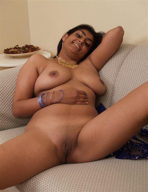 Indian Girl Showing Boobs Xxx Dessert Picture 9