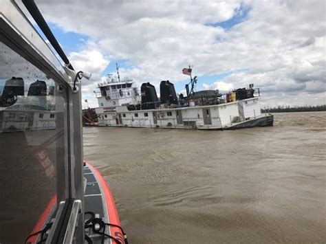 Tow Boat Sinks On Ohio River by Barge Accidents Shut Parts Of Mississippi Ohio Rivers