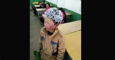 mal di testa bambini 6 anni bambino di 8 anni viene a scuola con la testa congelata