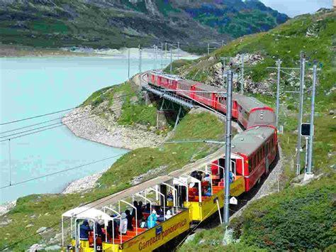 treno cremagliera con il trenino rosso bernina