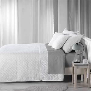 Couvre Lit Blanc : couvre lit matelass fa on boutis linge de lit blanc kiabi 35 00 ~ Teatrodelosmanantiales.com Idées de Décoration