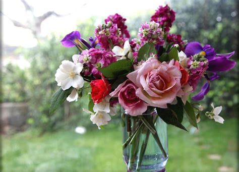 vase of flowers beautiful flower wallpapers for you vase of flowers wallpaper