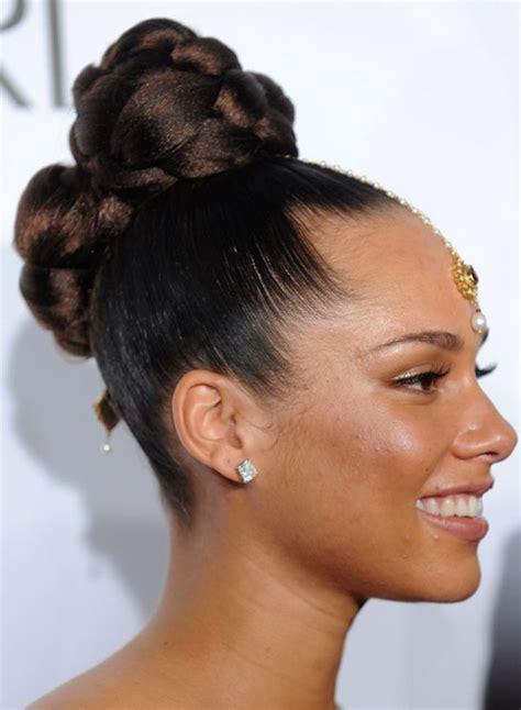 gorgeous bun hairstyles  women feed inspiration