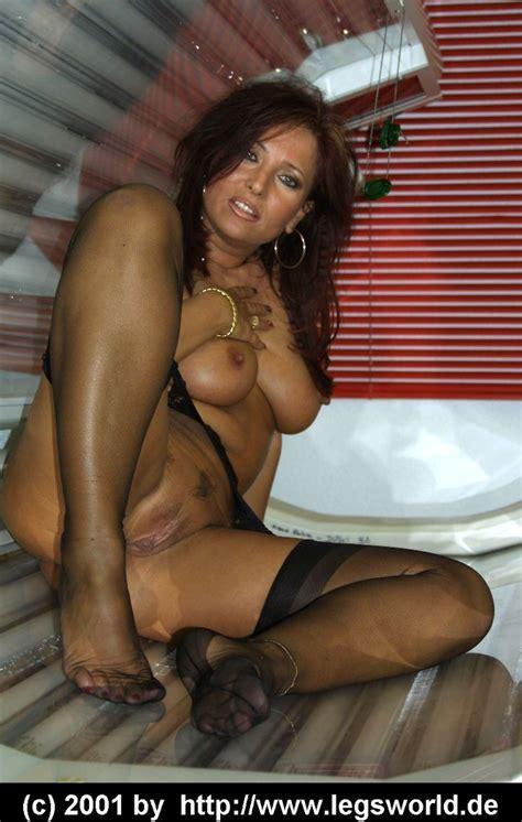 skinny older naked brunette